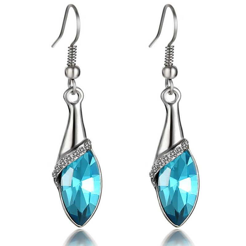WOMEN S FASHION DROP EARRINGS AND CHANDELIER EARRINGS. Add a striking finish to outfits with designer drop earrings. Polished suits and blazers join with filigree earrings by Kendra Scott to create an unexpected pairing that turns everyday work attire into something uniquely feminine.