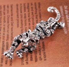 Rinhoo Cute Natural Tiger Animal brooches for women gift crystal brooches jewelry rhinestone brooch pins silver plated Brooch tiger