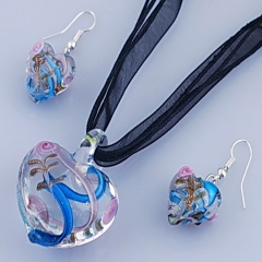 Fashion Heart Shape With Small Flower Two Colors Inside Pendant Necklace Lampwork Glass Necklace With Earring Jewelry Set Light Blue